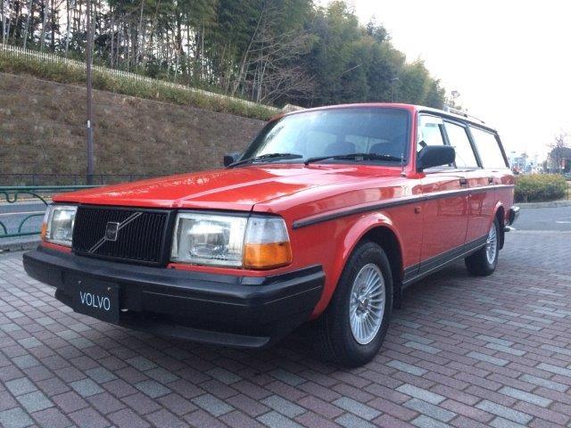 ボルボ240エステートクラシック'93赤