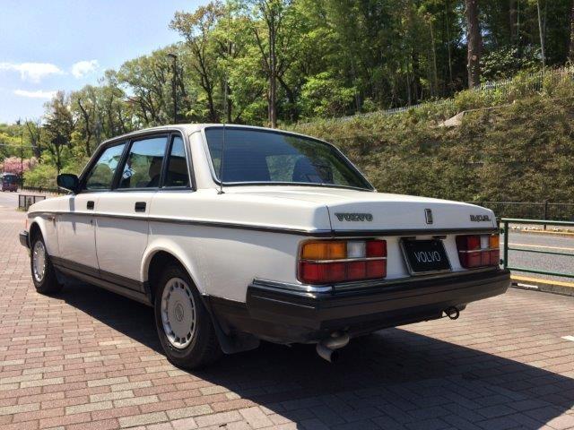 ボルボ240GLセダン'88白 画像2